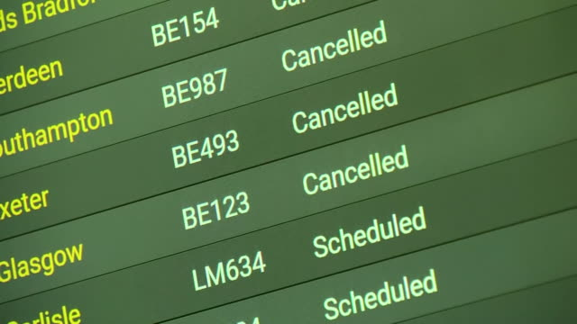 cancelled flights at heathrow airport due to the coronavirus - inquadratura fissa video stock e b–roll