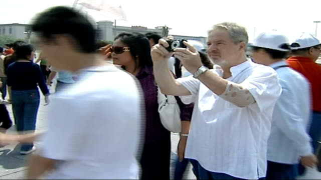 cancer gene therapy attracting british patients; china: beijing: tiananmen square: ext set-up shots of peter jarvis along in tiananmen square with... - patientin stock-videos und b-roll-filmmaterial