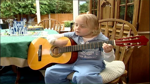 Cancer girl Sophie Foxley internet blog ENGLAND INT 8yearold Sophie Foxley playing guitar and singing SOT