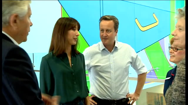 vídeos y material grabado en eventos de stock de david and samantha cameron visit john radcliffe hospital england oxford john radcliffe hospital int david cameron mp and his wife samantha cameron... - oxfordshire