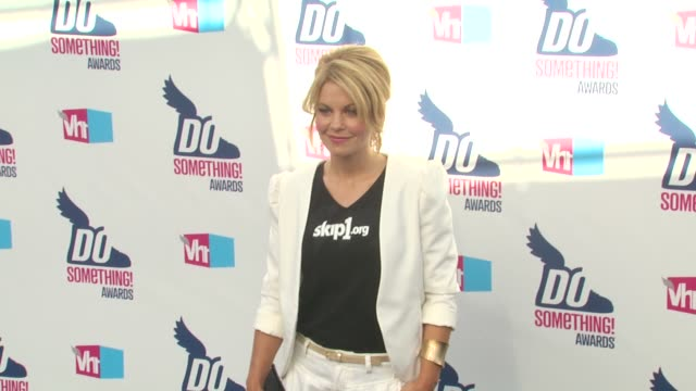 candace cameron at the 2010 vh1 do something awards at hollywood ca. - do something organization stock videos & royalty-free footage