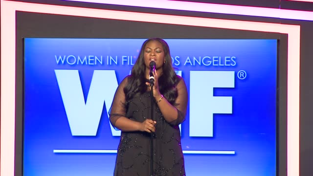 stockvideo's en b-roll-footage met performance candice glover at 2013 women in film crystal lucy awards sponsored by max mara swarovski and kodak 2013 women in film crystal lucy awards... - beverly hilton hotel