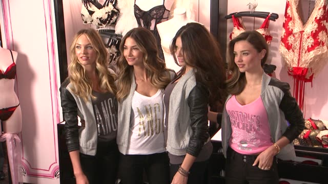 vídeos de stock, filmes e b-roll de candice swanepoel lily aldridge adriana lima miranda kerr at 2012 victoria's secret angel holiday celebration at victoria's secret manhattan on... - adriana lima