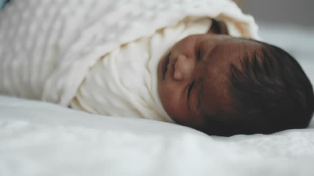 vídeos y material grabado en eventos de stock de candid : newborn story - recién nacido 0 1 mes