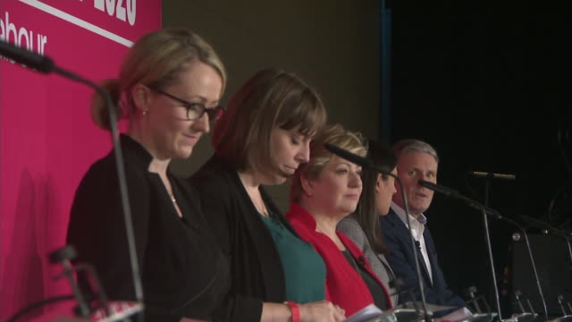 vídeos y material grabado en eventos de stock de candidates taking to the stage at the labour party leadership hustings in liverpool - concursante