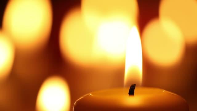 vídeos y material grabado en eventos de stock de vela llama. - vela equipo de iluminación