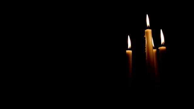 stockvideo's en b-roll-footage met kaarsen blazen op rechterkant van achtergrond - kleine groep dingen