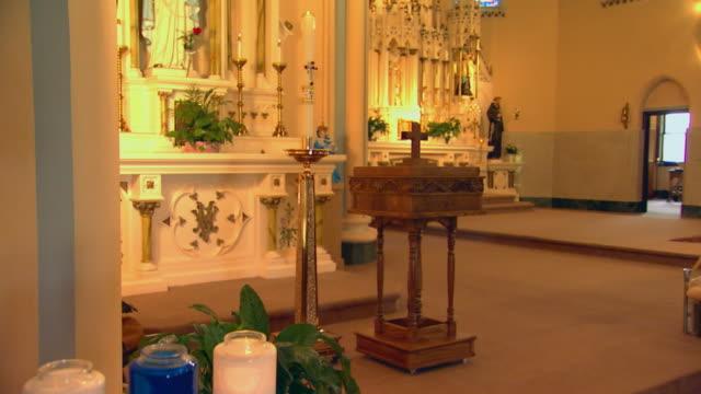 vídeos y material grabado en eventos de stock de candles burning in jars - grupo mediano de objetos