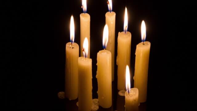 vidéos et rushes de candles timelapse - groupe moyen d'objets