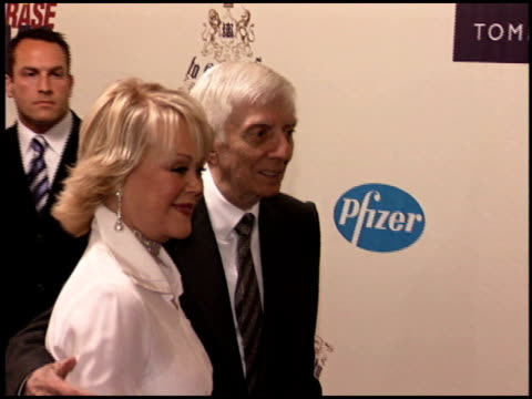 vidéos et rushes de candy spelling at the race to erase at the westin century plaza hotel in century city, california on april 22, 2005. - race to erase ms