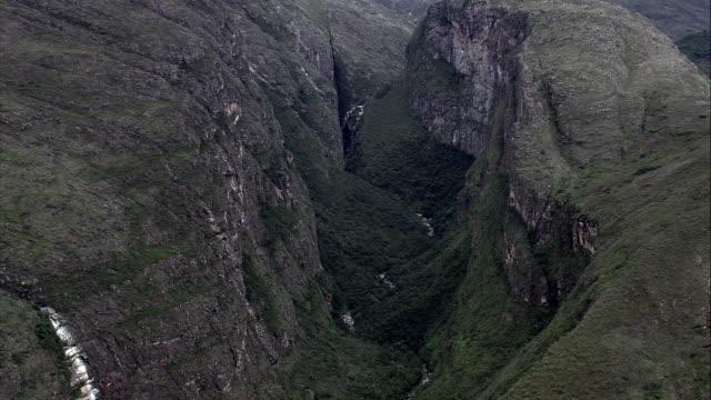 canion do rio preto  - aerial view - minas gerais, conceição do mato dentro, brazil - crevice stock videos & royalty-free footage
