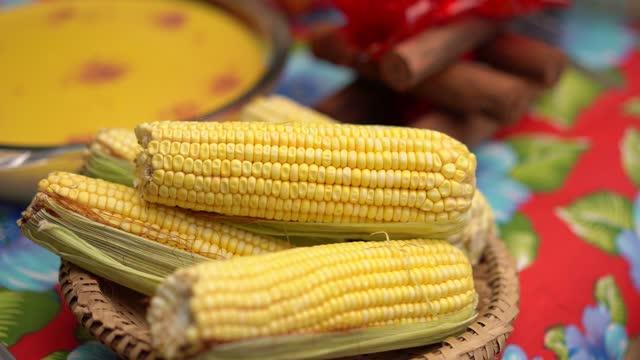 vídeos de stock e filmes b-roll de canjica, corn cake and typical foods at festa junina - dança quadrada