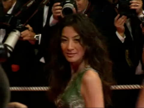 'death proof' premiere michelle yeoh posing for press - 2007 stock-videos und b-roll-filmmaterial