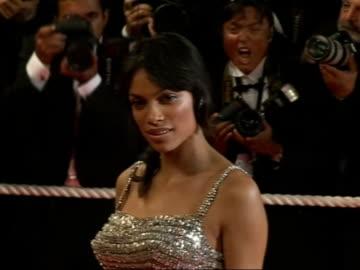 stockvideo's en b-roll-footage met cannes film festival 2007: 'death proof' premiere; rosario dawson posing on red carpet - internationaal filmfestival van cannes