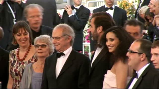 'looking for eric' premier ken loach actor eric cantona steve evets and other members of cast arrival and phtocall on red carpet '^2nd cannes... - 62 ° festival internazionale del cinema di cannes video stock e b–roll