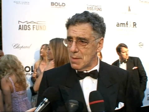charity auction; elliot gould speaking to press sot - on cast in new 'oceans 13' film / the truth is we get along really well / on whether there will... - エリオット グールド点の映像素材/bロール