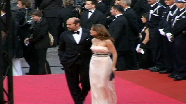 new films being pitched r16050708 france cannes ext billy zane and kelly brook on red carpet at 'my blueberry nights' film premiere - kelly brook stock-videos und b-roll-filmmaterial