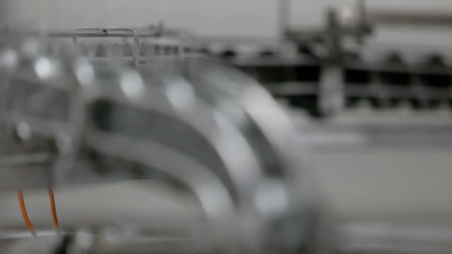 vídeos de stock e filmes b-roll de canning factory - atum peixe
