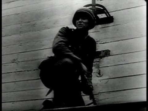 cannon large artillery pointed up firing. german soldier prying polish coat of arms off building. polish soldiers now german pows being paraded... - 1939 stock-videos und b-roll-filmmaterial