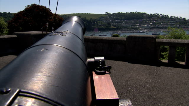 stockvideo's en b-roll-footage met a cannon on a balcony points out at the river dart. available in hd. - devon