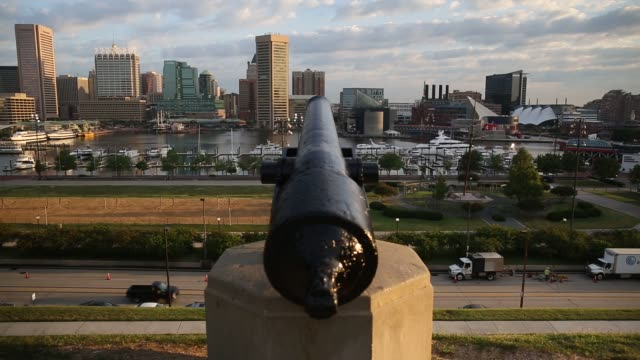 a cannon sits at federal hill park overlooking the inner harbor in baltimore maryland us on wednesday aug 26 2015 shots various shots of the cannon... - hafen von baltimore stock-videos und b-roll-filmmaterial