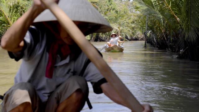 canoe on mekong delta, vietnam - canoa video stock e b–roll