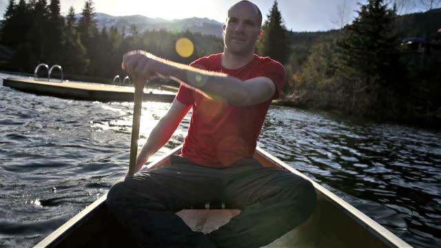 Kanotpaddling på sunrise