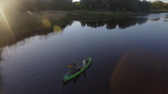 canoeing on a river with pet dog - andare in canoa video stock e b–roll