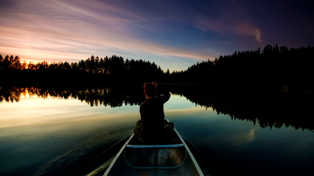 stockvideo's en b-roll-footage met canoeing on mirror lake - exploratie
