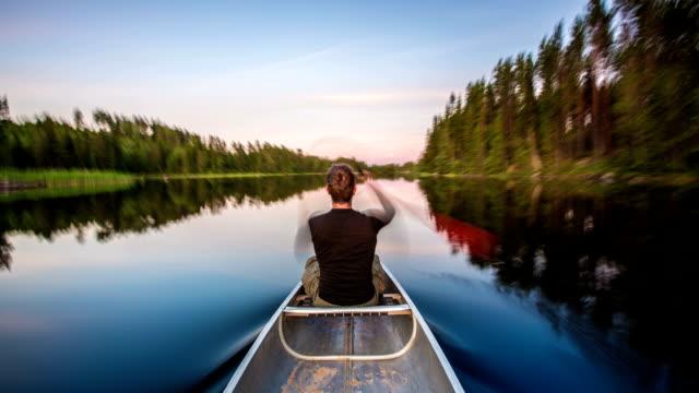 time lapse: andare in canoa - andare in canoa video stock e b–roll