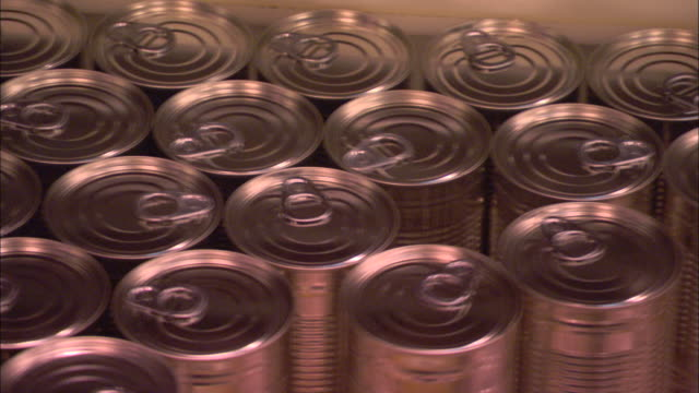 cans of soup are processed at a factory in england. - 缶詰にする点の映像素材/bロール