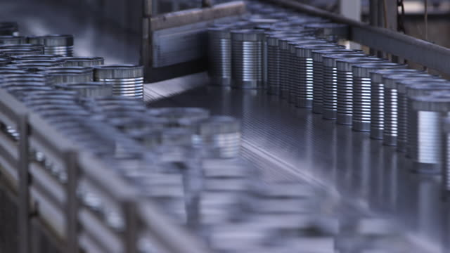 cans on production line - wiese video stock e b–roll