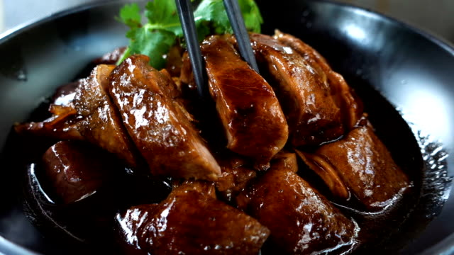 vídeos de stock e filmes b-roll de cantonese cuisine:lu goose - comida chinesa