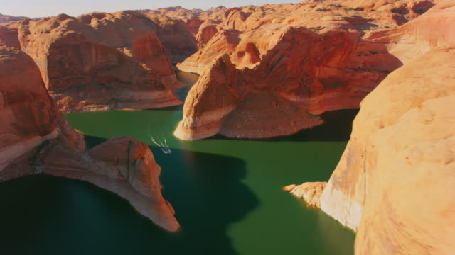 aerial canyon at lake powell on a sunny day - lago powell video stock e b–roll