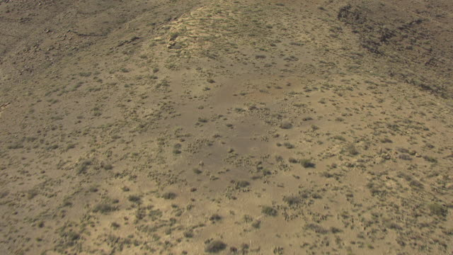 stockvideo's en b-roll-footage met ws aerial canyon bottom and near rim in zuni point corridor to reveal grand canyon / arizona, united states - zuni