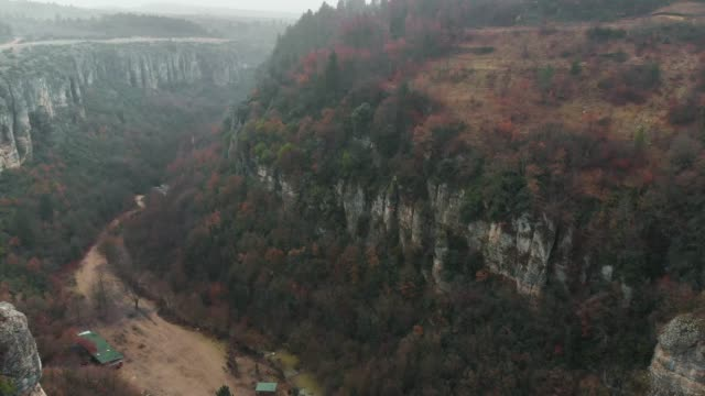 canyon in autumn - ripido video stock e b–roll