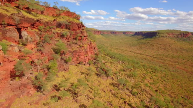 canyon in karijini national park / australia - rock face stock videos & royalty-free footage