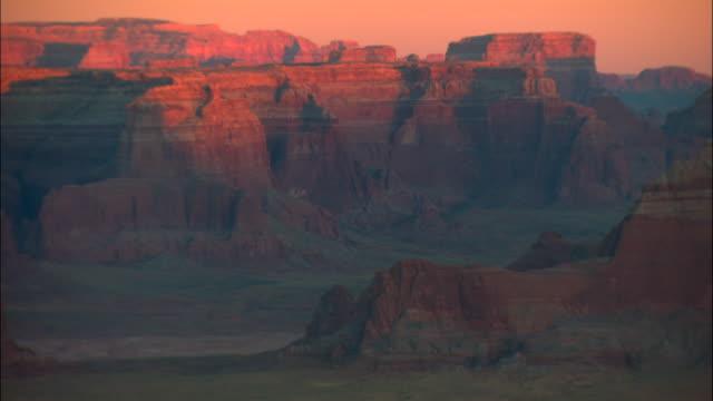 vídeos de stock, filmes e b-roll de ws, canyon landscape at sunrise, canyonlands national park, utah, usa - mineral