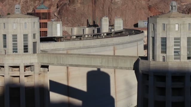 vídeos de stock, filmes e b-roll de canyon of the colorado river that impounds lake mead the largest reservoir in the u s shots of the curved surface side of the hoover dam in boulder... - represa hoover