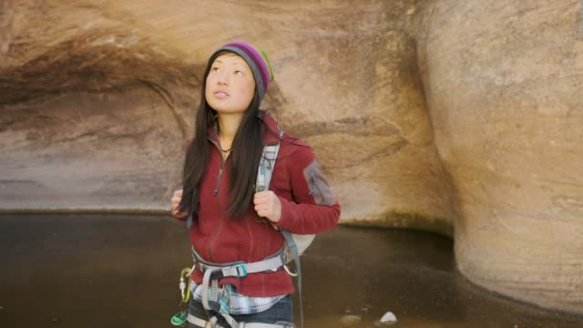 canyoning in moab, utah - moab utah stock-videos und b-roll-filmmaterial