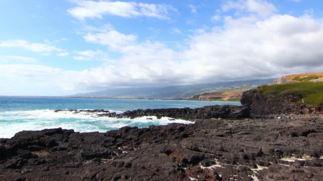 vídeos de stock, filmes e b-roll de cap de la houssaye ondas com cores incríveis. ilha da reunião. - ilhas mascarene