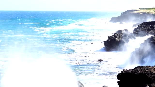 vídeos de stock, filmes e b-roll de cap malizé dit église requins - ilha da reunião - territórios ultramarinos franceses