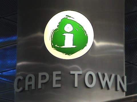pal: info point-cape town - hinweisschild stock-videos und b-roll-filmmaterial