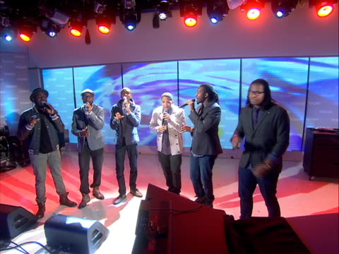 "capella group ""committed"" for footage of this performance please contact nbc news archives a capella musical group ""committed"" performs a song medley... - television game show stock-videos und b-roll-filmmaterial"
