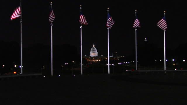 stockvideo's en b-roll-footage met hd us capital flags night zoom in (1080/24p) - senaat verenigde staten