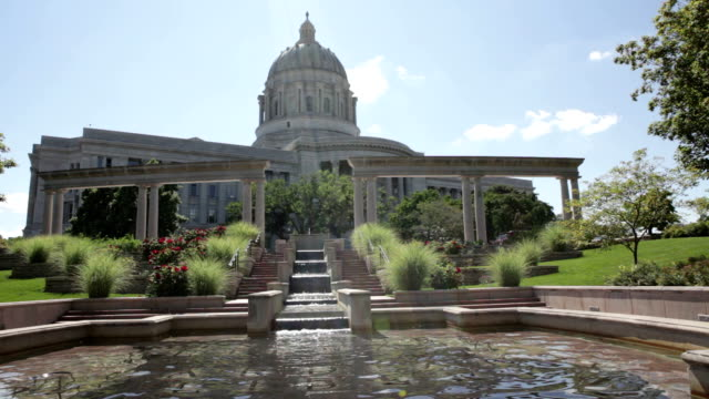 capitol building and fountain - missouri - missouri stock videos & royalty-free footage