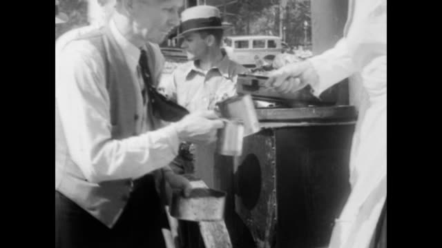 capitol building / bonus army men arriving in washington from all parts of the country to support the demands for cash settlement of adjusted... - 1932 stock-videos und b-roll-filmmaterial