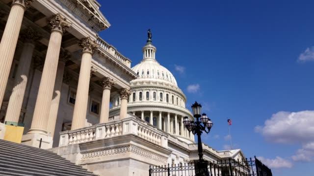 vídeos y material grabado en eventos de stock de estados unidos capitolio este fachada y bandera de la cámara de representantes en washington, dc - partido republicano norteamericano