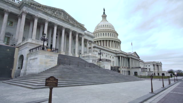 u.s. capitol building house of representatives walking up steps in washington, dc - united states congress stock-videos und b-roll-filmmaterial