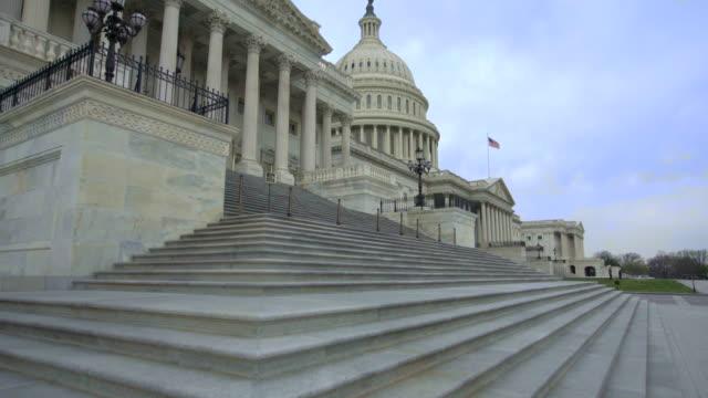 ワシントンdcのステップを歩く米国議会議事堂下院 - アメリカ合衆国下院点の映像素材/bロール